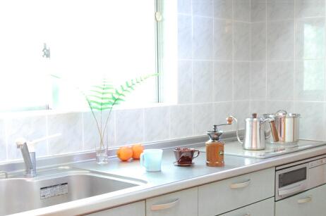 キッチンにはフライパンやお鍋など一般的なアイテムは一通り揃えています