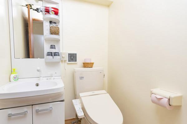 2Fの洗面台・トイレ