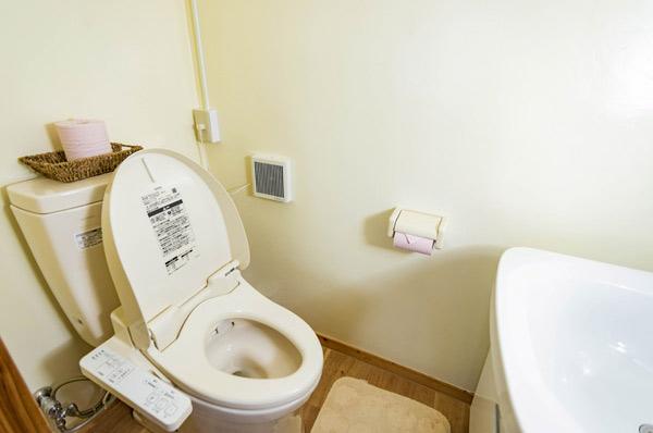 1Fの洗面台・トイレ